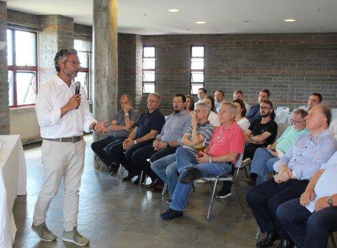 Deputado Frederico Antunes falou para os empresários