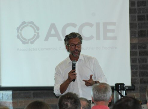 Presidente da Frente Parlamentar da Aviação Civil Regional, deputado Frederico Antues